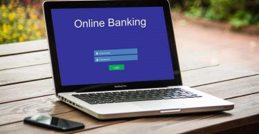 Ouvrir un compte bancaire depuis chez soi grâce à la banque en ligne